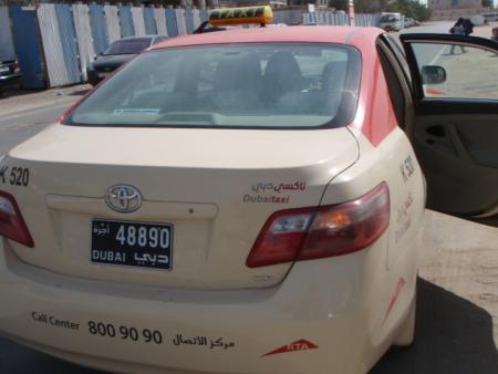 viajar-en-taxi-por-dubai.jpg