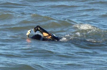 un-hombre-fallece-nadando-durante-una-carrera.jpg