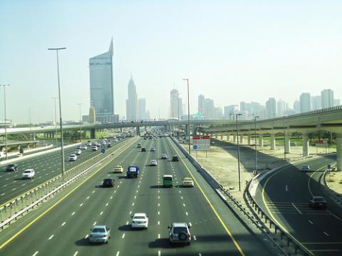 emiratos-carretera.jpg