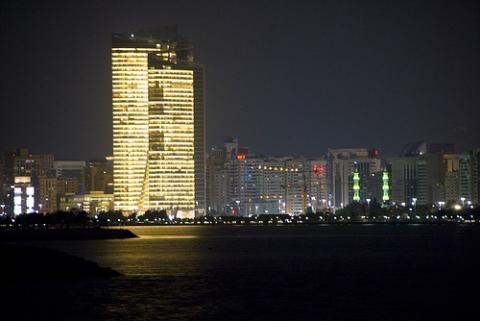 noche-abu-dhabi.jpg